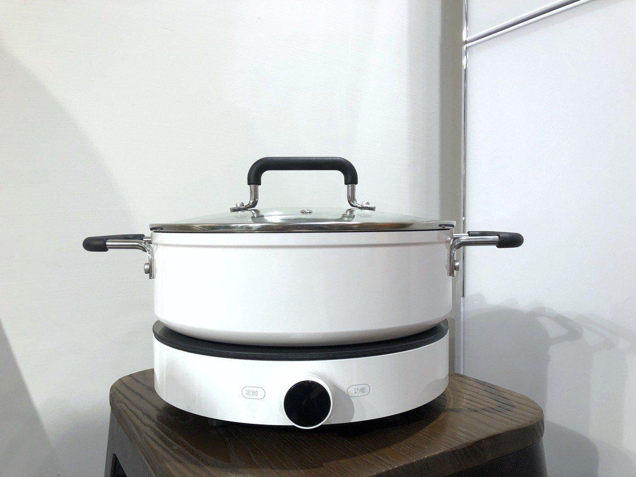 米家電磁爐與其搭配的鍋具亦將在今年度正式引進。記者黃筱晴/攝影