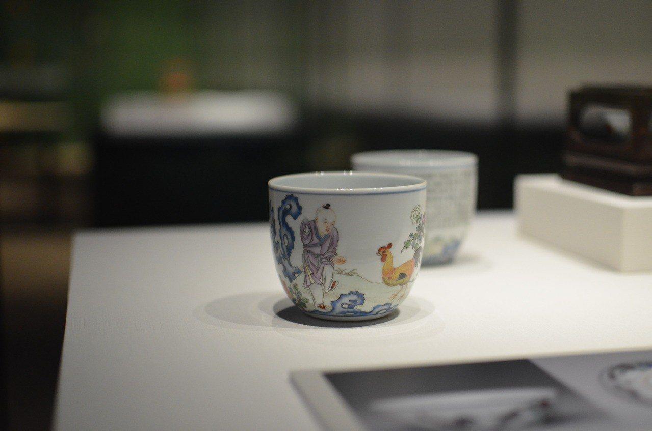 知名的明成化雞缸杯從十七世紀炒作至今,乾隆皇帝亦燒製自有品牌的雞缸杯,圖案另加了...