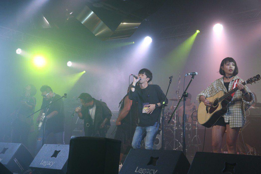 歌后蔡健雅攜子弟兵在華山文創園區 Legacy開唱。記者葉信菉/攝影