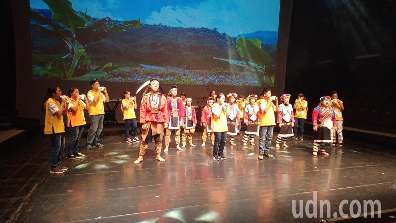 全台灣首齣陶笛音樂劇在嘉義縣表演藝術中心實驗劇場首演。記者謝恩得/攝影