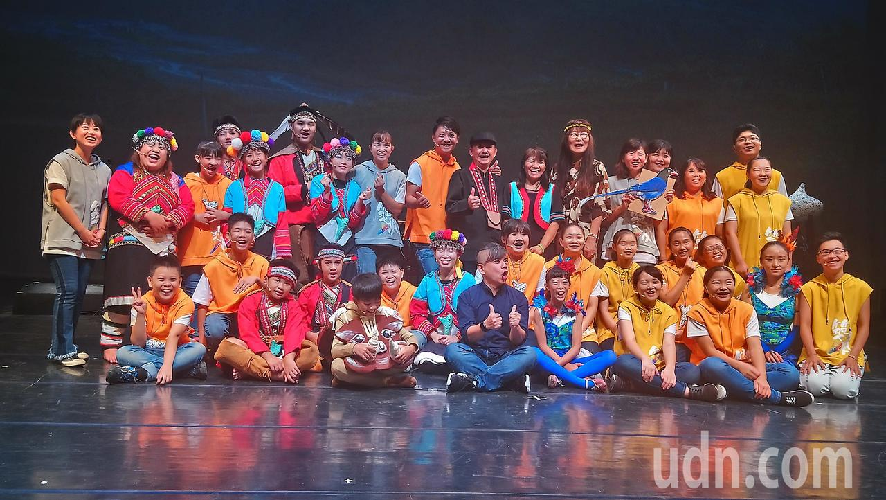 全台灣首齣陶笛音樂劇由嘉義縣傑出演藝團體「築風陶笛樂團」與阿里山來吉國小學生一起...