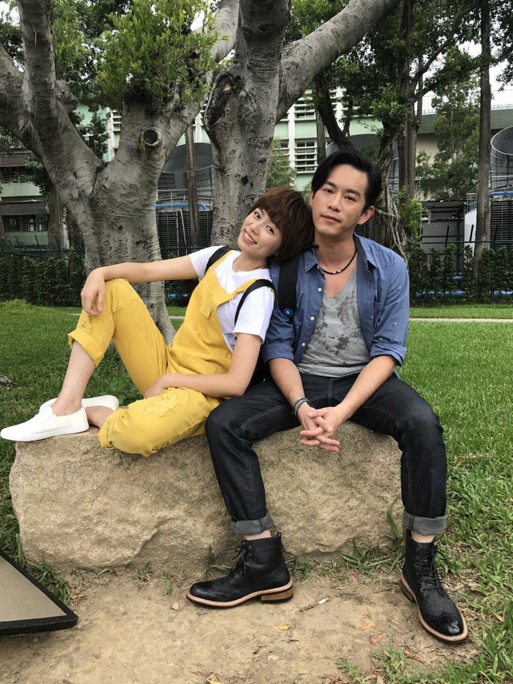 王瞳、Junior搭檔演出「大時代」。圖/民視提供