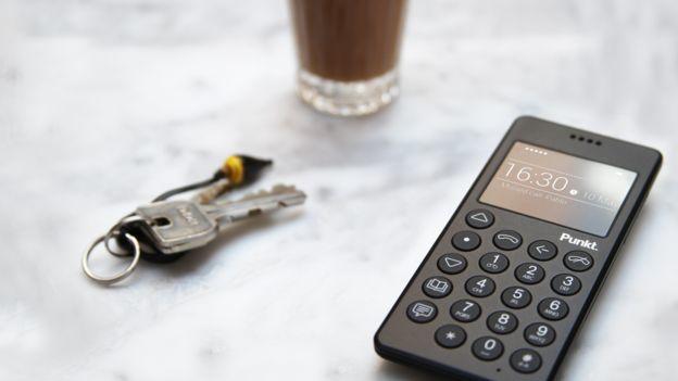 Punkt公司推出的MP-01是一支降級手機,有助用戶減少手機使用。( 取材自B...