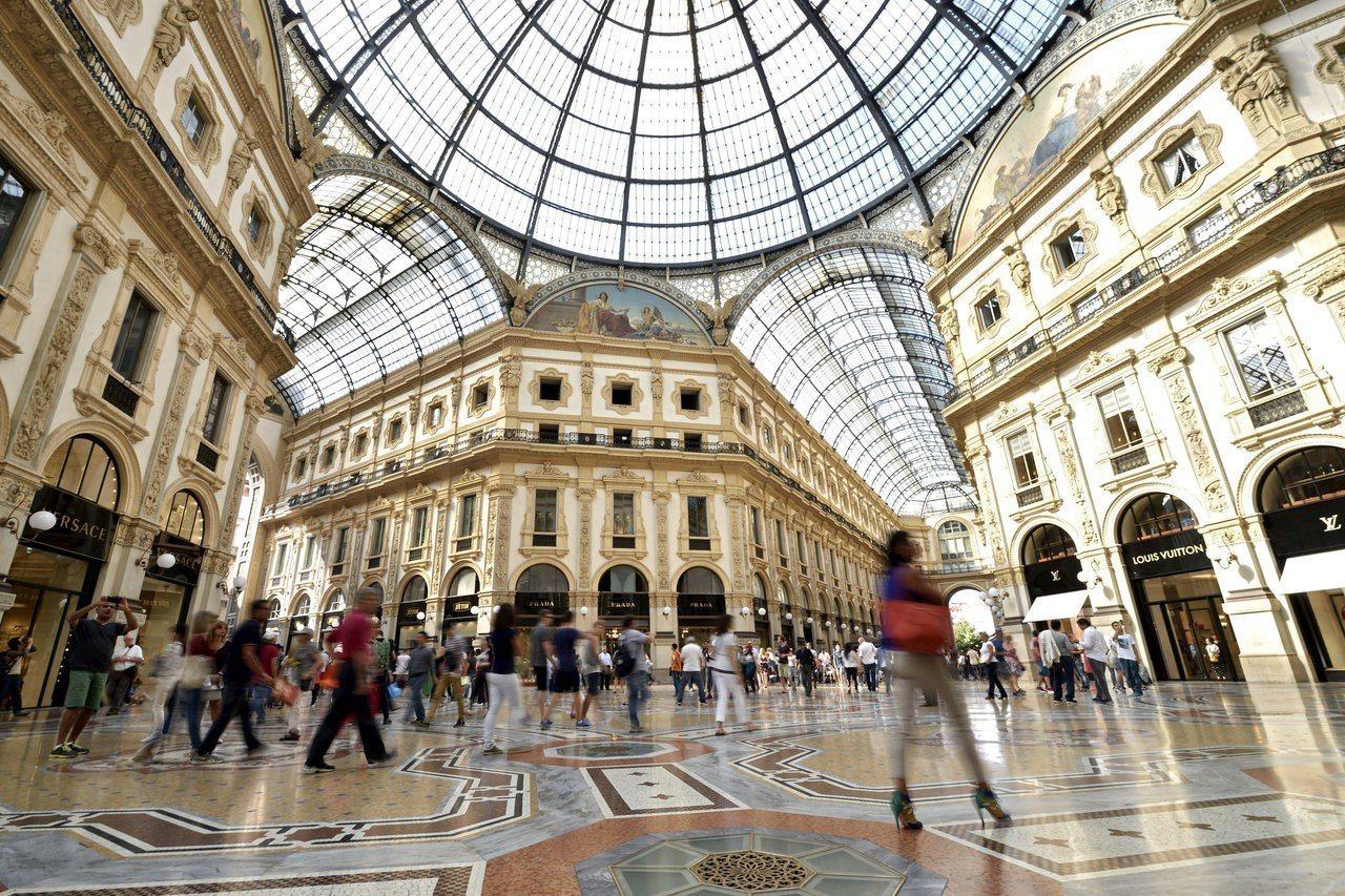 米蘭知名的「維多利歐艾曼紐二世迴廊」購物商場。路透