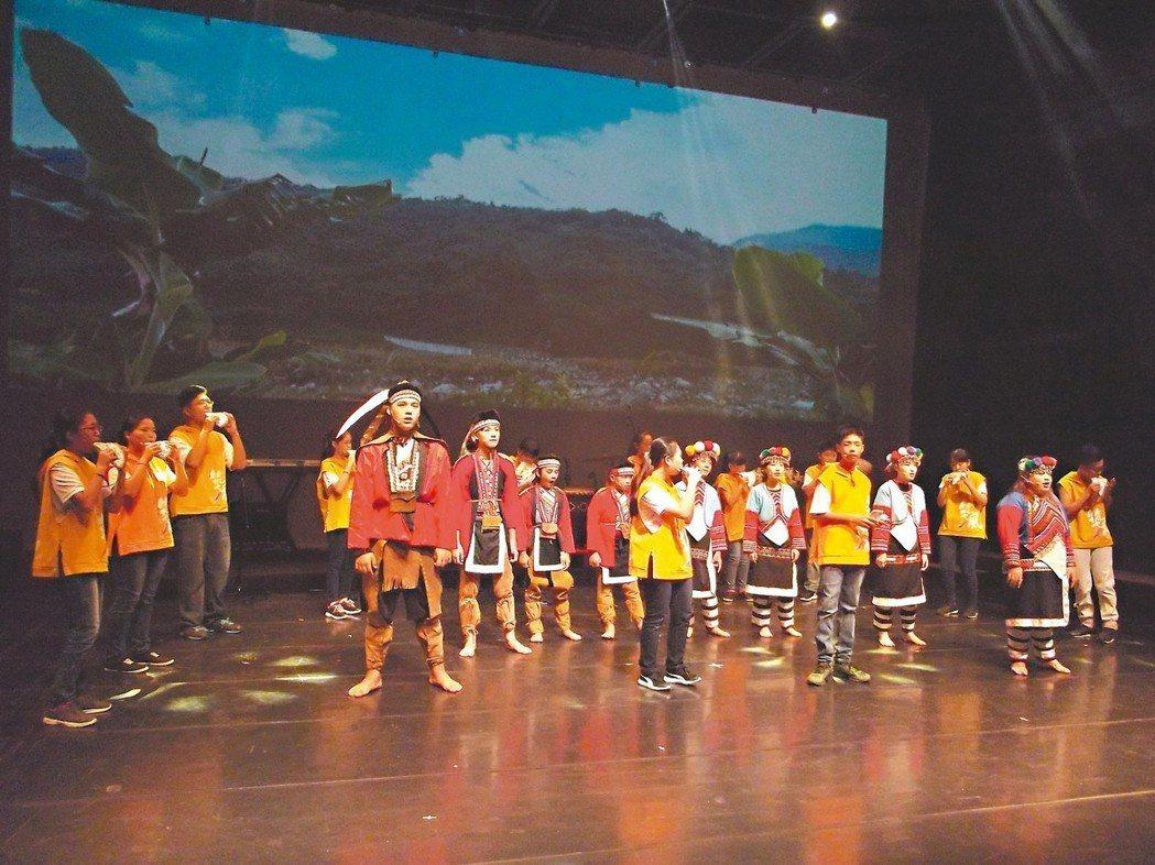 「鄒樂陶笛音樂劇」在嘉義縣表演藝術中心實驗劇場首演。 記者謝恩得/攝影