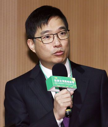 股權投資協會會長邱德成說,創櫃板不受投資人青睞,問題應出在台灣早期投資資金火力不...