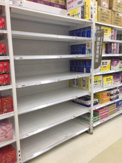 亞培6款產品完成預防性下架,全台共下架264萬多罐。圖/北市衛生局提供