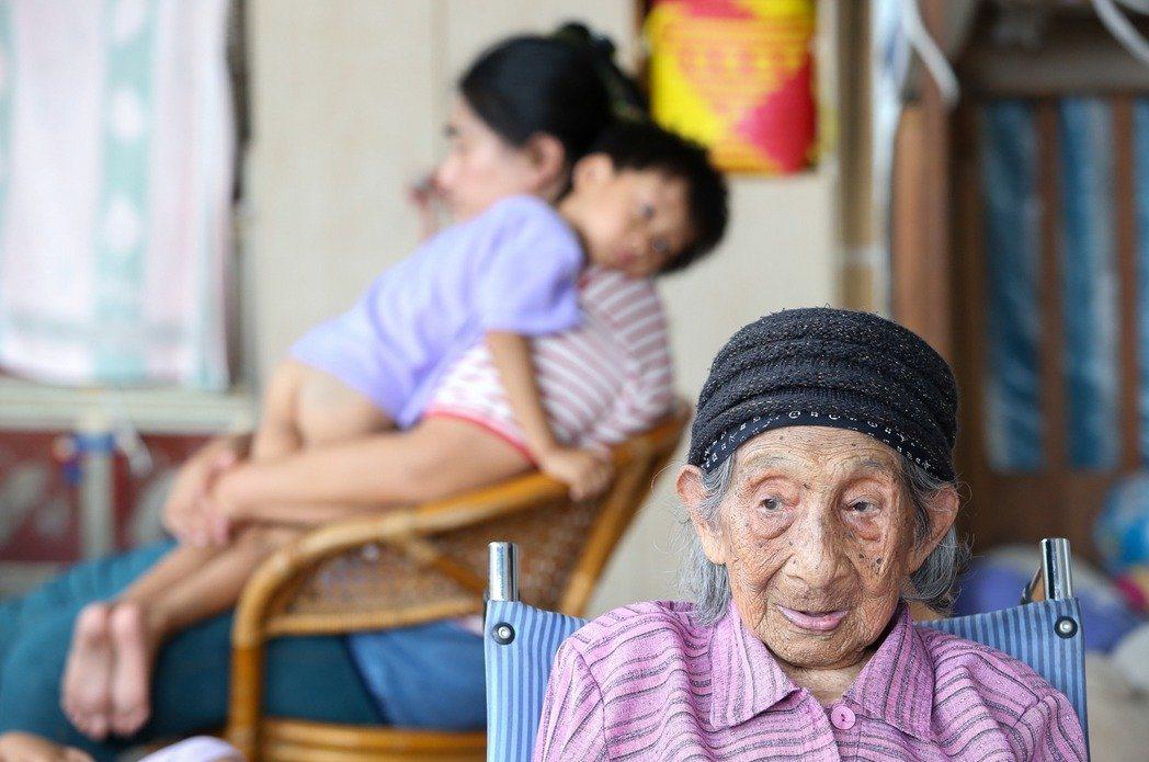 女性平均餘命超過男性六年。 圖/聯合報系資料照片