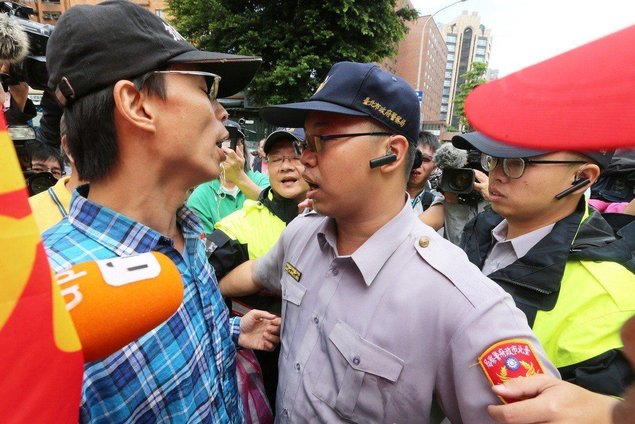 針對台南市慰安婦人權平等促進會8月在國民黨台南市黨部旁豎立慰安慰銅像,遭日本「慰...