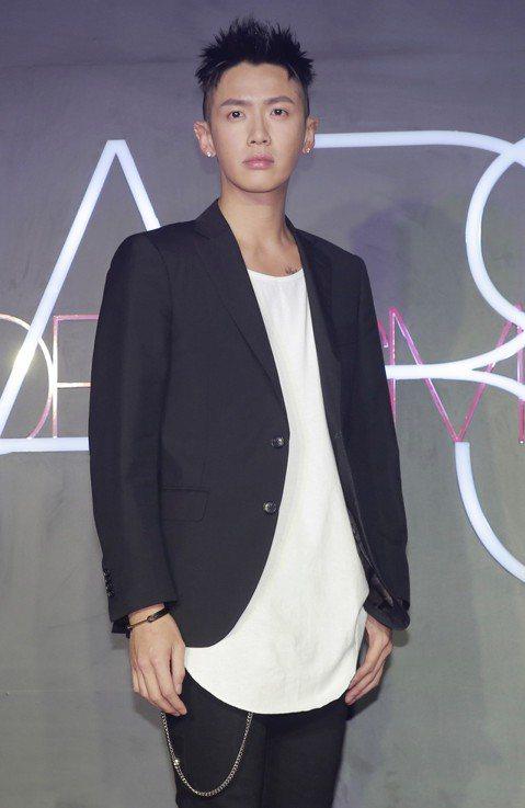 韓團BIGBANG成員勝利負面新聞不斷,今天韓媒又爆出他前年12月9日在菲律賓巴拉望島的阿曼普羅度假村,開1800萬元豪趴慶生,更有在場人士爆料現場有人用藥。據韓國媒體報導,賓客包括「曾在大陸呼麻的...