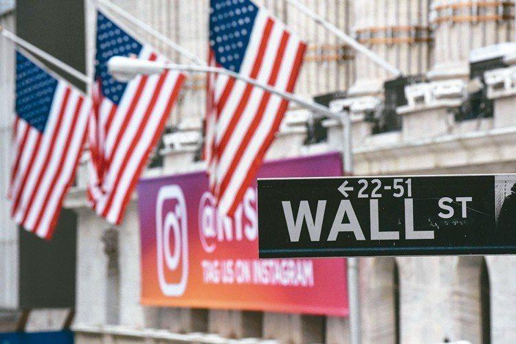 美國經濟穩健,美股有上檔空間。 (法新社)