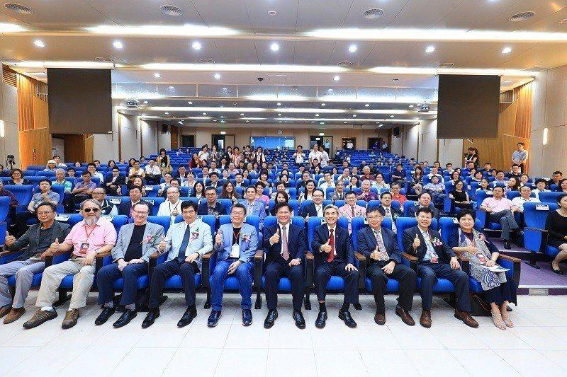 第14屆國際創新與專案管理研討會,與會全體貴賓共同合影。 中興大學/提供