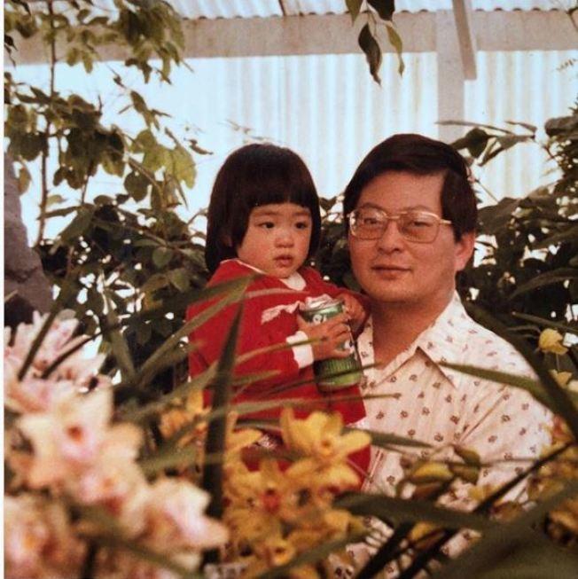 吳恬敏和她的爸爸。(取材自Instagram)