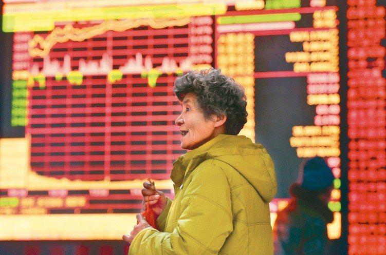 中國養老目標基金的出現,預期將成為大陸A股長線資金的活水。 新華社