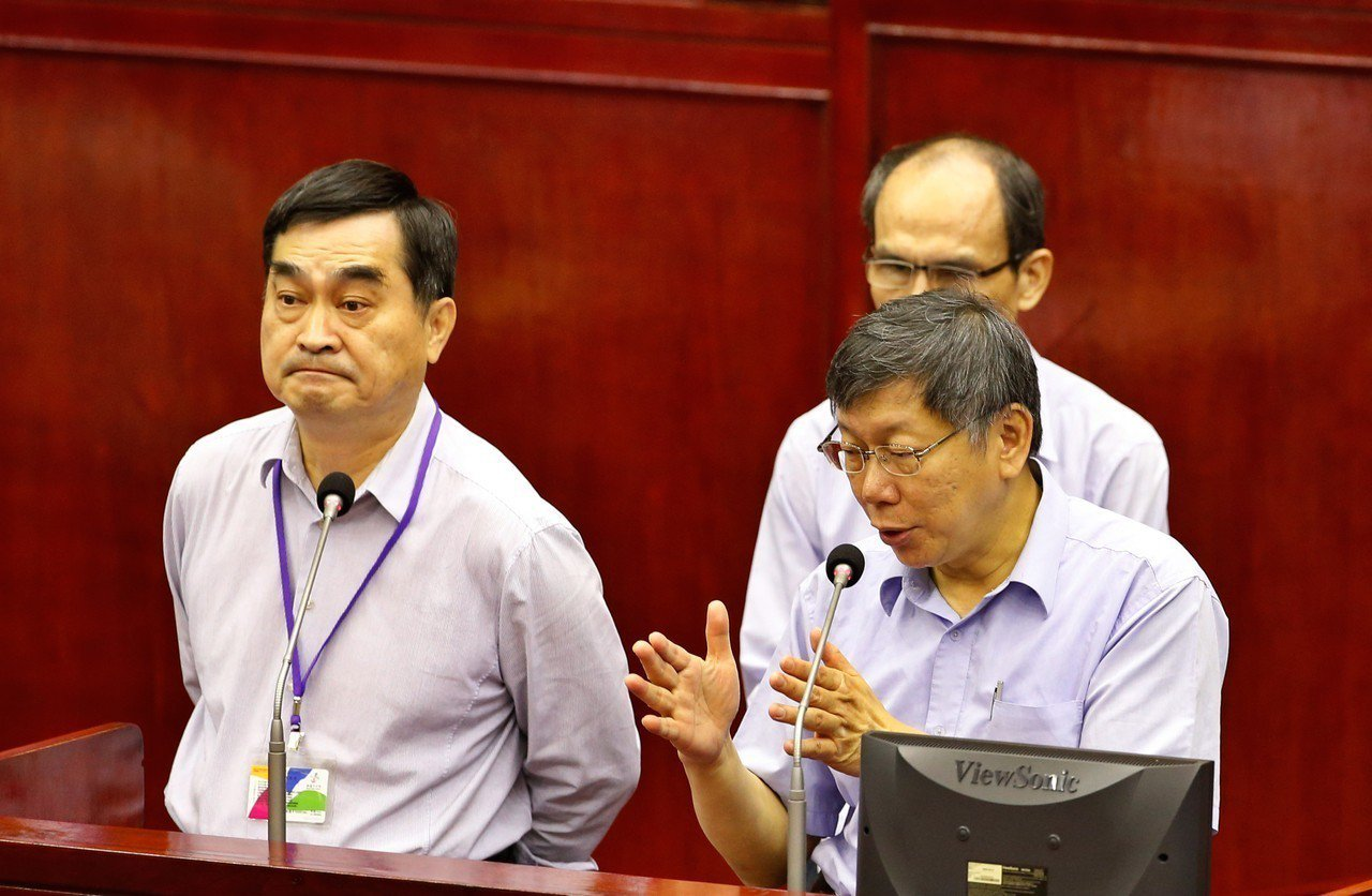 台北市政府推出「加強照護關懷退休人員方案」在議事會被議員批評是選舉的「政治算計」...