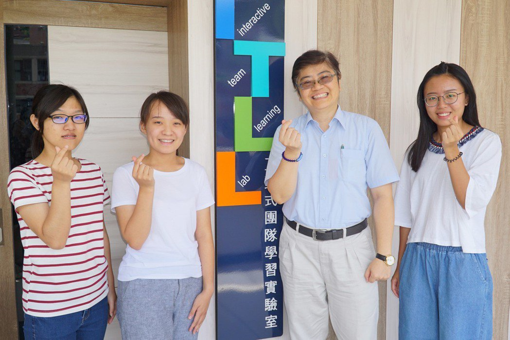 大葉大學財金系鄭孟玉老師(右二)獲教育部教學實踐研究計畫獎助 大葉大學/提供。