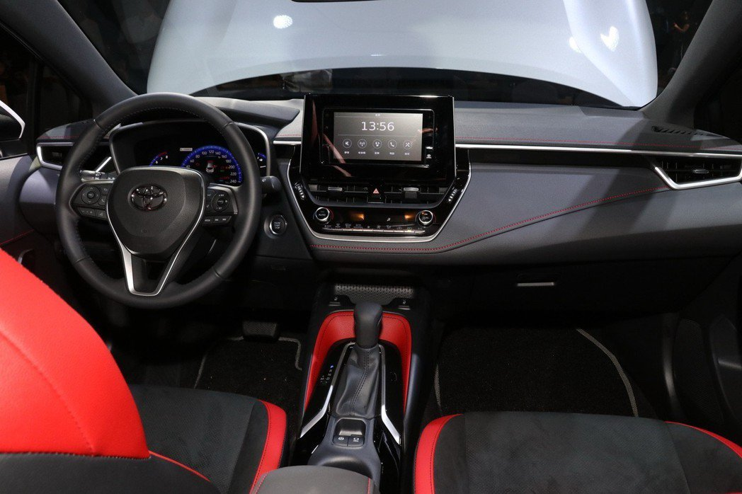 AURIS車室座艙以更符合人體工學的介面配置及駕駛輔助系統進行打造,兼具設計美感...