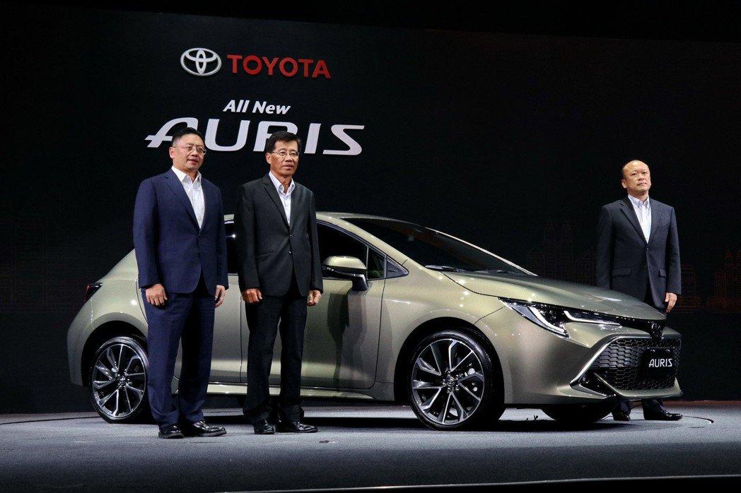 TOYOTA總代理和泰汽車發表日本原裝掀背車AURIS,分成旗艦、尊爵兩個等級售價分別為88.5萬及83.9萬,今年販售目標為2000台,明年的年販目標則為6000輛。 記者陳威任/攝影