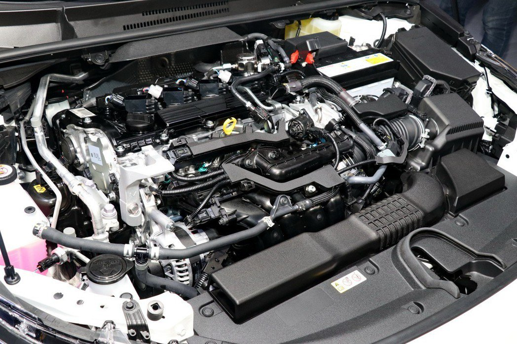 全新「Dynamic Force 2.0L自然進氣引擎」提供最大170匹馬力,扭力峰值20.4kg/m的動力輸出,以及16.2km/l的一級油耗表現。 記者陳威任/攝影