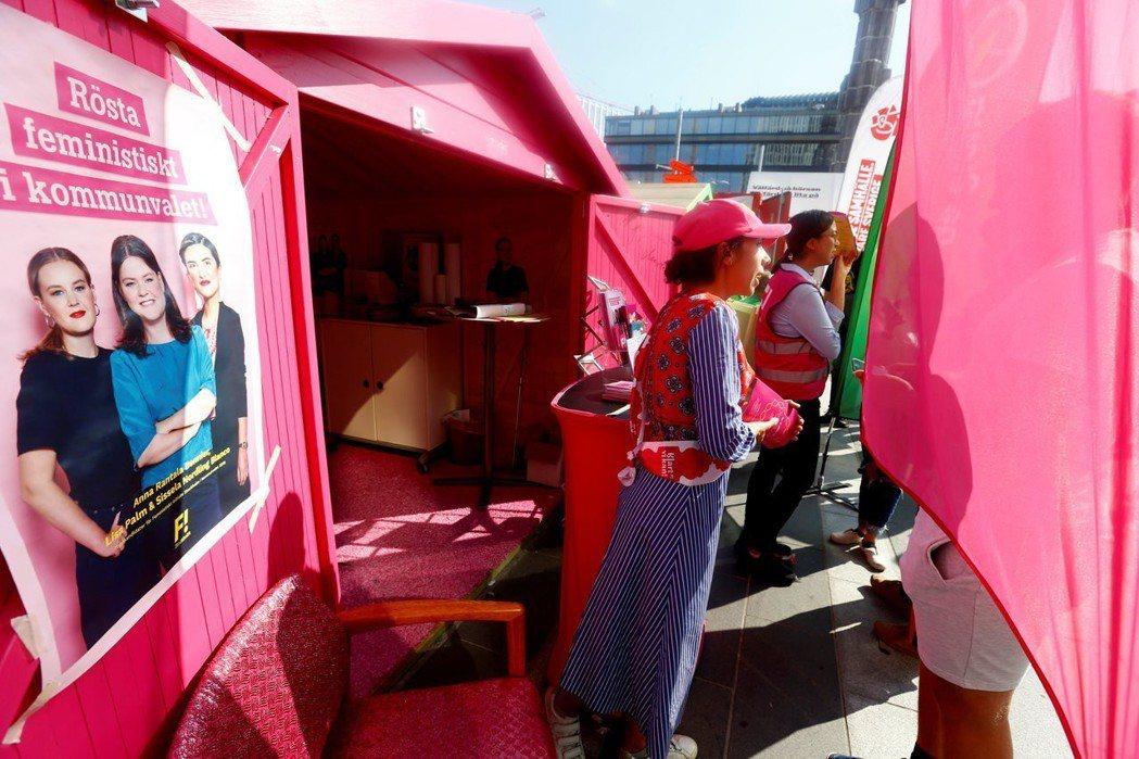 瑞典人對木屋情有獨鍾,競選期間的「木屋宣傳」方式,讓選民有機會更深入的了解政黨和...