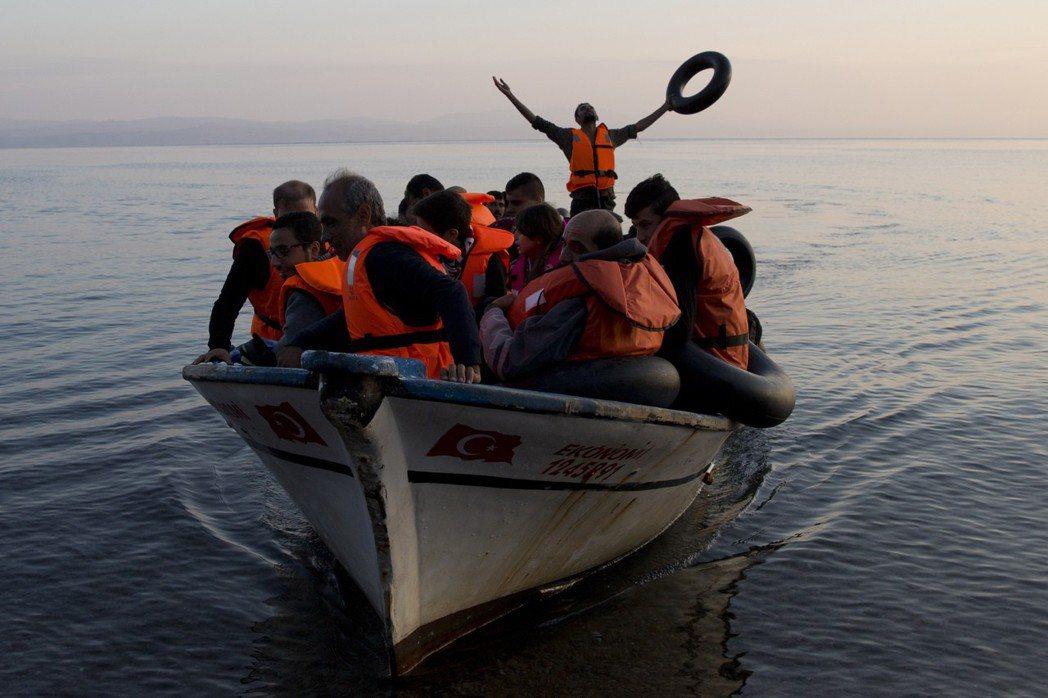 由於土耳其兼具歐盟難民安置重要中轉站以及歐洲銀行投資要地的身份,幾乎一有任何風吹...