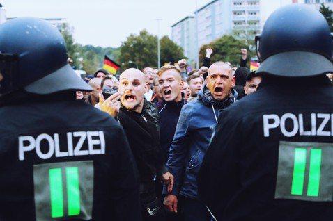 德國是否該監控極右派的AfD?8月底在德國東部肯尼茨(Chemnitz)發生的疑...
