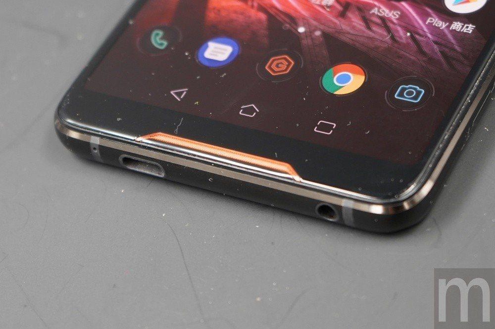 螢幕採18:9顯示比例設計,仍保留3.5mm耳機孔,讓使用者遊玩遊戲時,更容易搭...