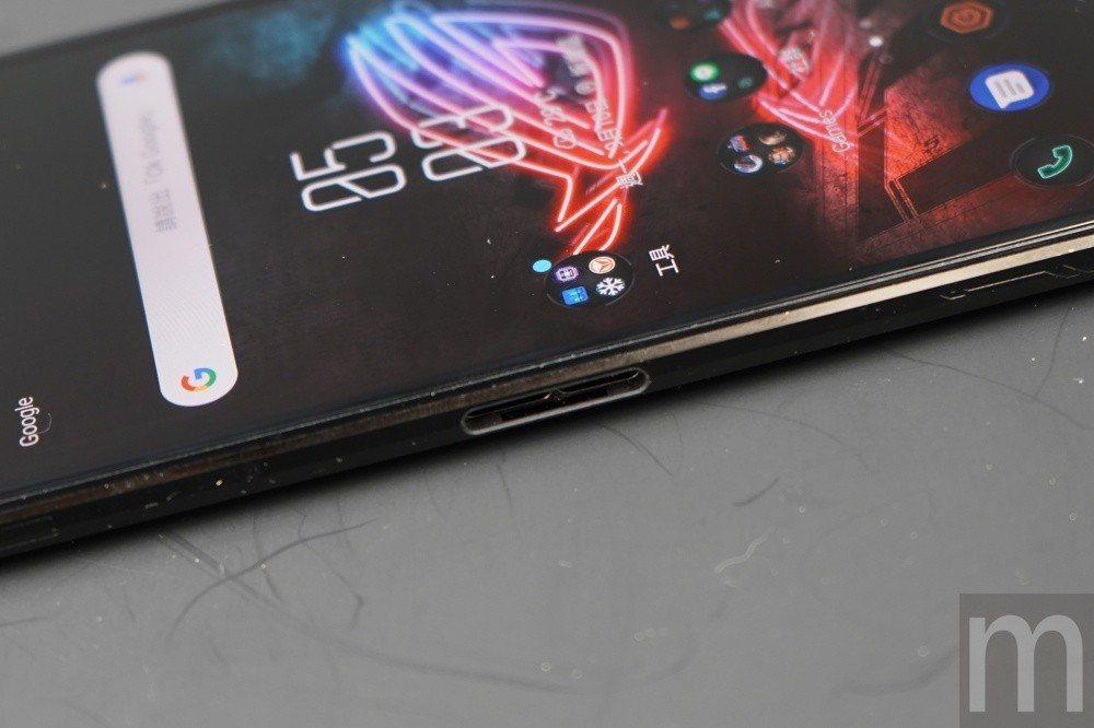 側邊額外加入的充電孔,主要可對應ROG Phone各類配件使用
