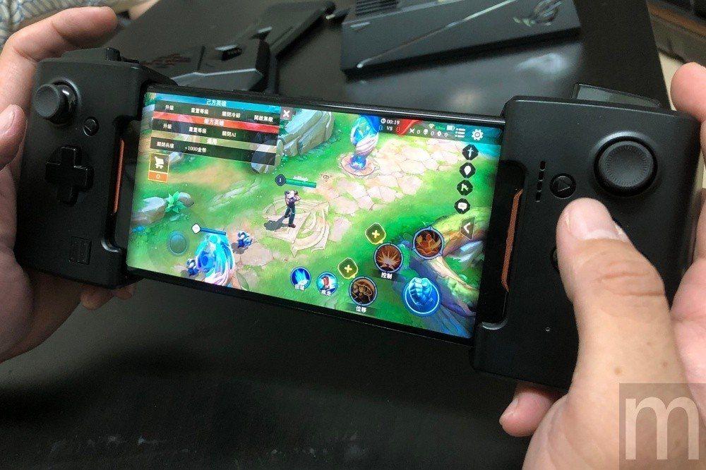 與Gamevice合作打造對應ROG Phone的控制手把配件