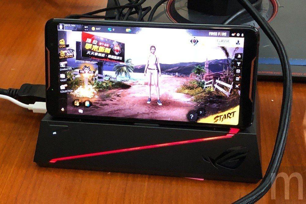 可連接螢幕、滑鼠與鍵盤,讓手機可當做桌機使用的Mobile Desktop Do...