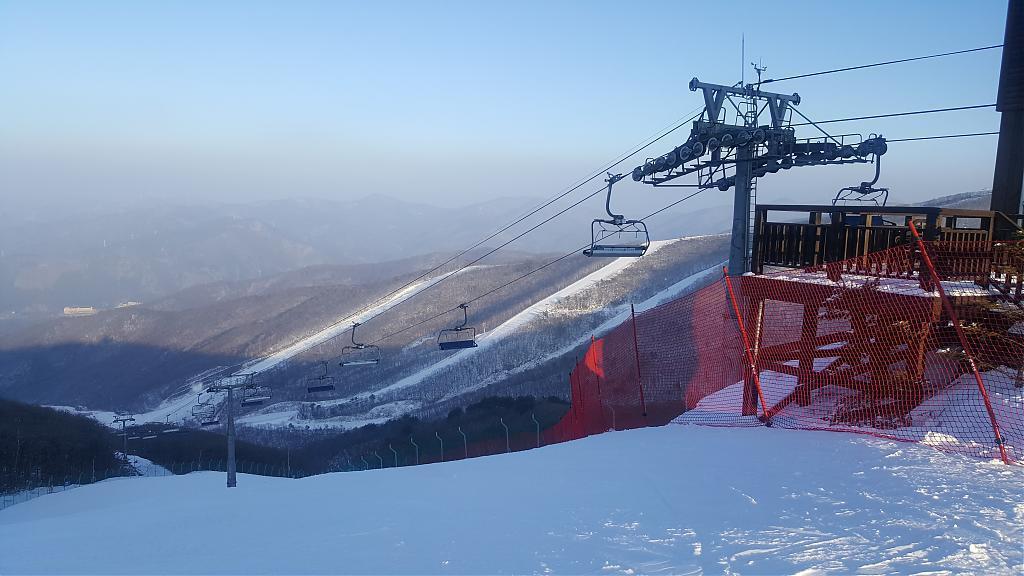▲韓國滑雪體驗-High One滑雪場纜車。(圖/High One官網)
