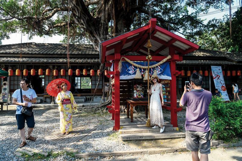 花蓮民生社區發展協會用心維護將軍府,備有浴衣提供旅人體驗。