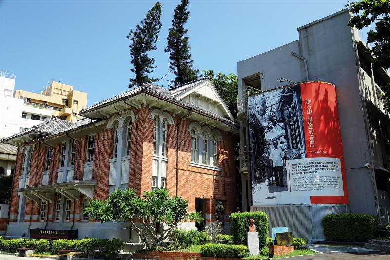 葉石濤文學紀念館展示葉石濤文學地景與葉老文學創作歷程。