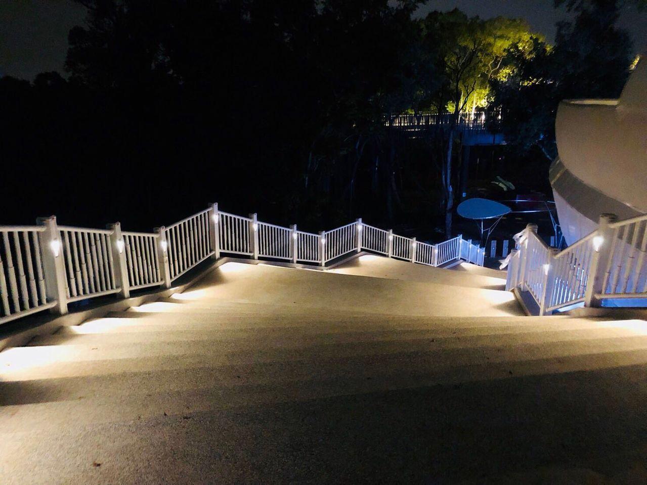 「花馬道」完工試燈階段。圖/台中市政府提供