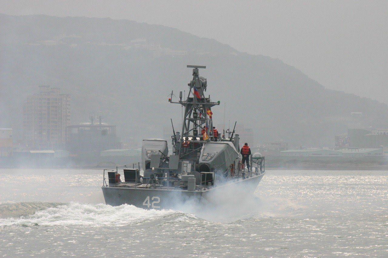 海軍計劃以10年316億餘元預算,建構「微型飛彈突擊艇」,不但外型如同遊艇,也擬...