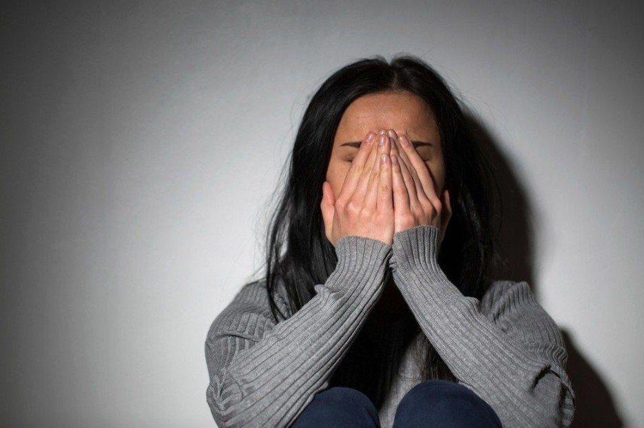 一名人妻好心借衛生紙,卻在睡夢中遭嫌犯電擊摸胸。示意圖/ingimage