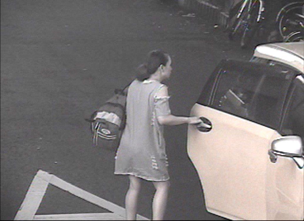 外籍移工在台中市搭計程車,皮包掉在車上,警察4天找回。記者游振昇/翻攝