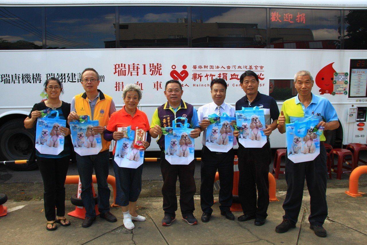 新竹縣新豐鄉建興路與中興路口,每個月都有捐血活動,今天將送小叮噹科學園區贊助的遊...