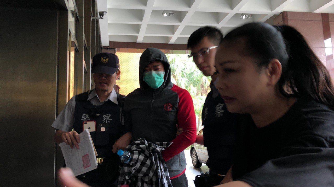藝人江俊翰(左二)涉吸食安毒遭逮。記者張宏業/攝影