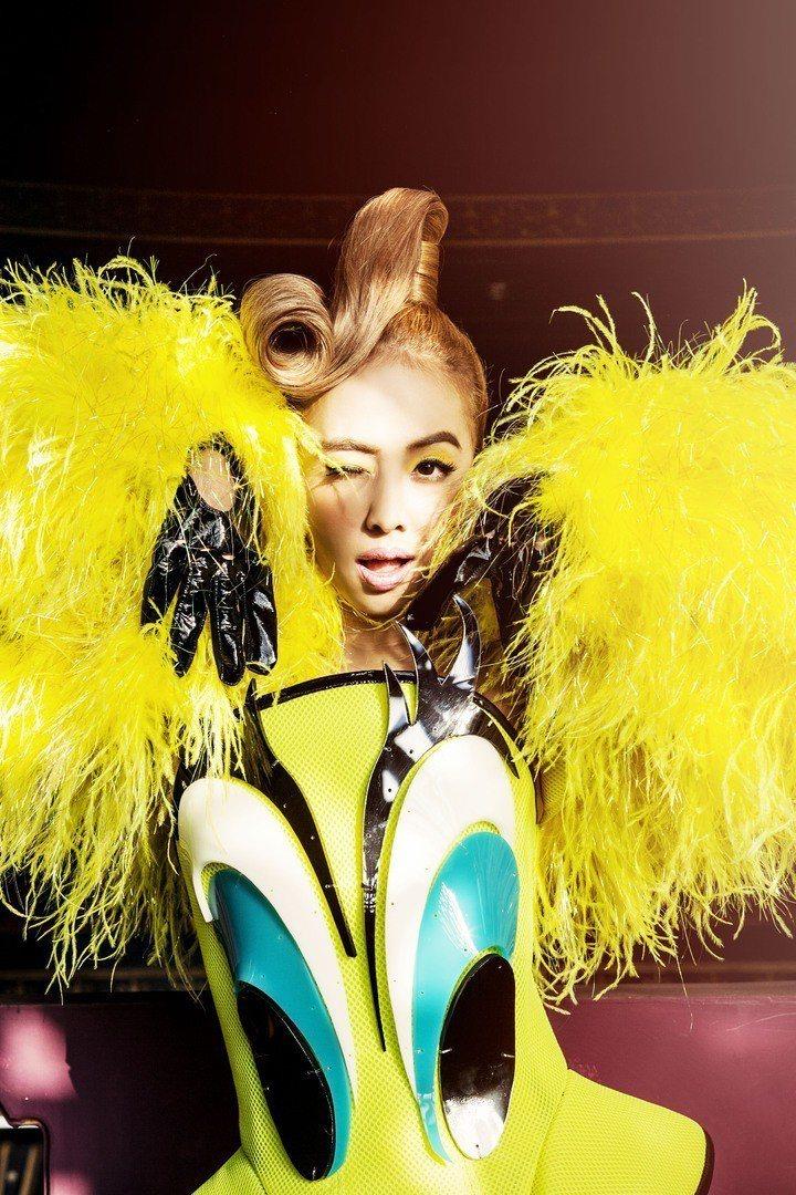 蔡依林多次選穿The Blonds作為專輯宣傳服。圖/華納音樂提供