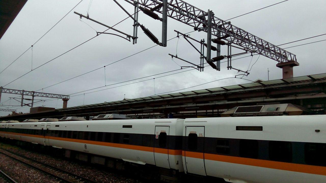 408次列車才正準備離開玉里站時就發生故障。圖/台鐵提供