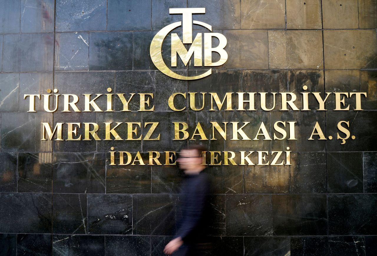 土耳其央行本周四(13日)的決策會議,讓土耳其重回新興市場風暴的焦點。因通膨已漲...