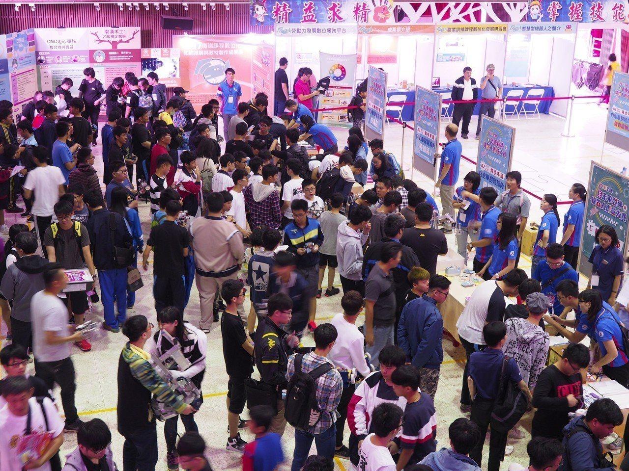 雲嘉南分署機器人賽,每年吸引全國各地好手參賽。記者謝進盛/攝影