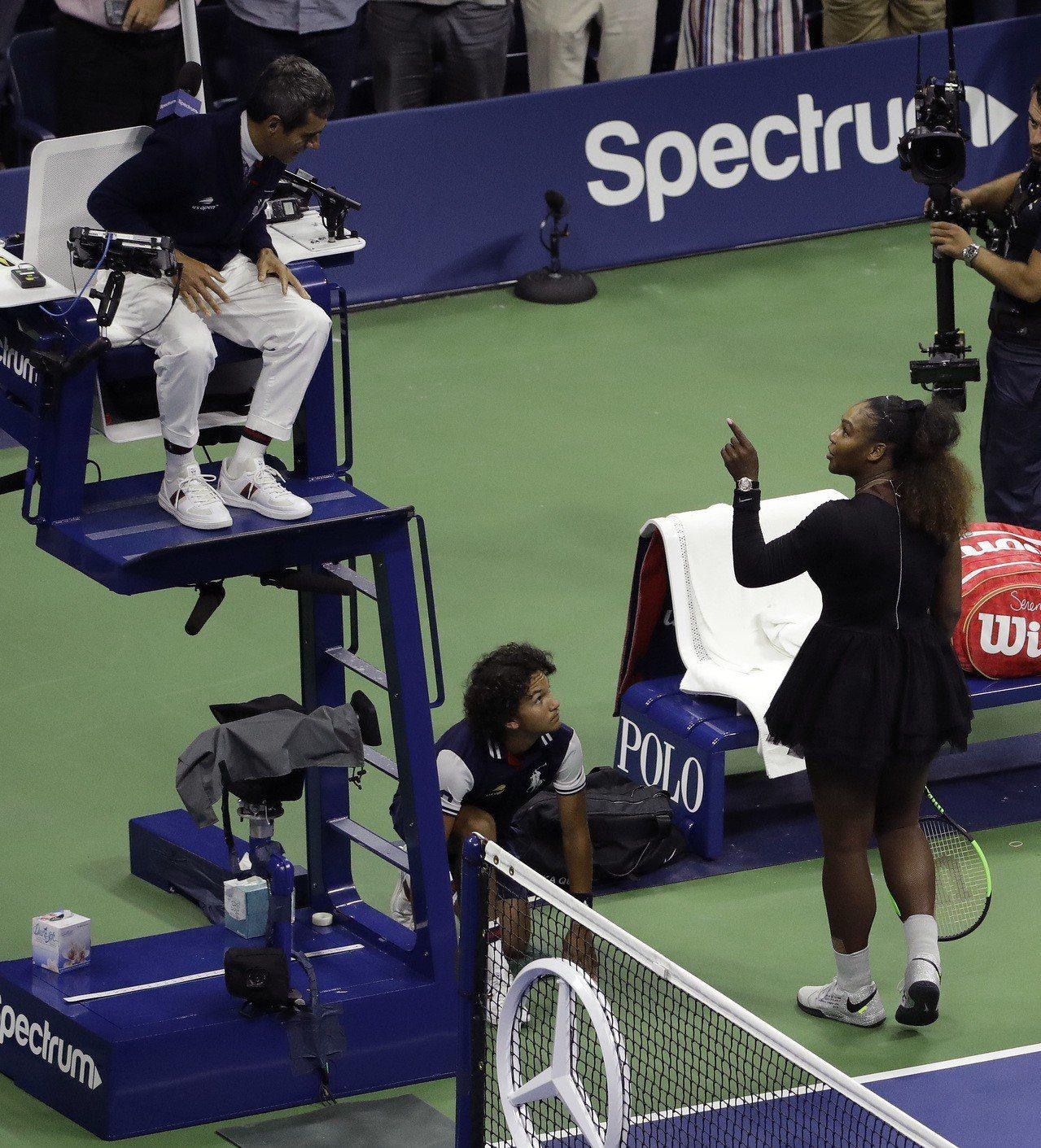 美國女網名將小威廉斯,在9日美網女單冠軍賽上與主審拉莫斯起爭執,最終被20歲的日...