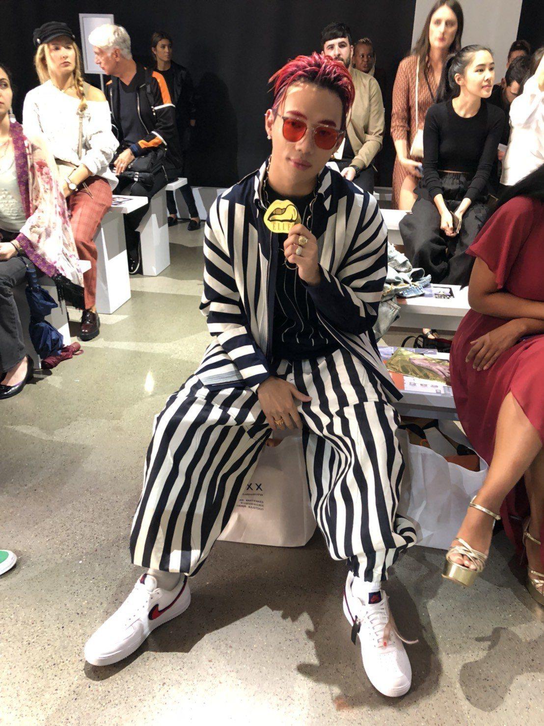 陳奕凡(ØZI)中場演唱是JUST IN XX服裝發表一大驚喜。記者楊詩涵/攝影