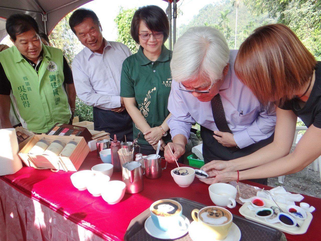 斗南鎮長參選人吳滄得(左一)。圖/聯合報系資料照片