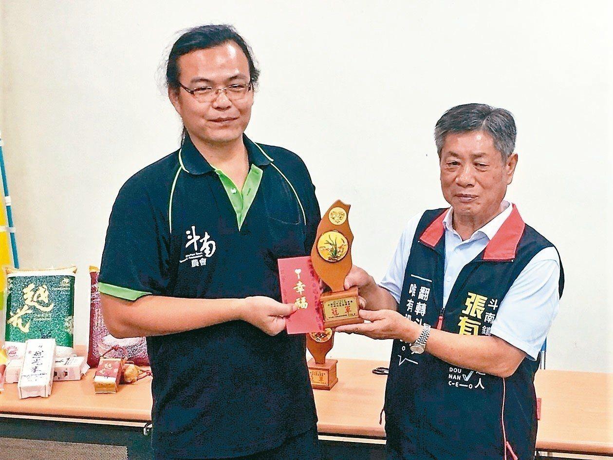 斗南鎮長參選人張有擇(右)。圖/聯合報系資料照片