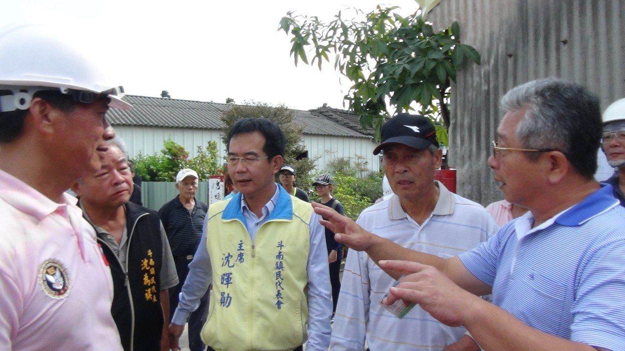 斗南鎮長參選人沈暉勛(左三)。圖/聯合報系資料照片