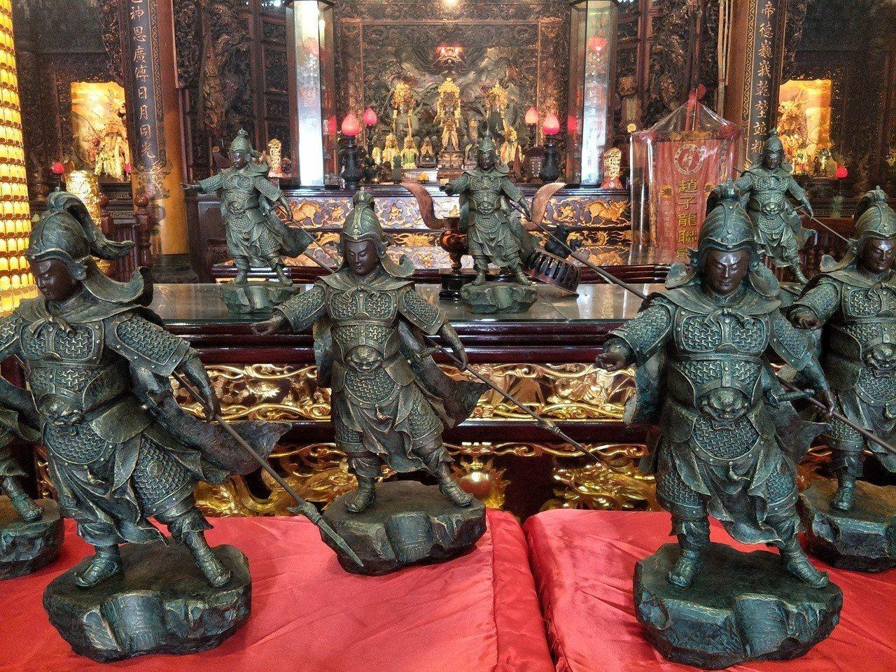 台南佳里子龍里永昌宮今發表趙子龍銅雕第二版「智勇雙全」。記者謝進盛╱攝影