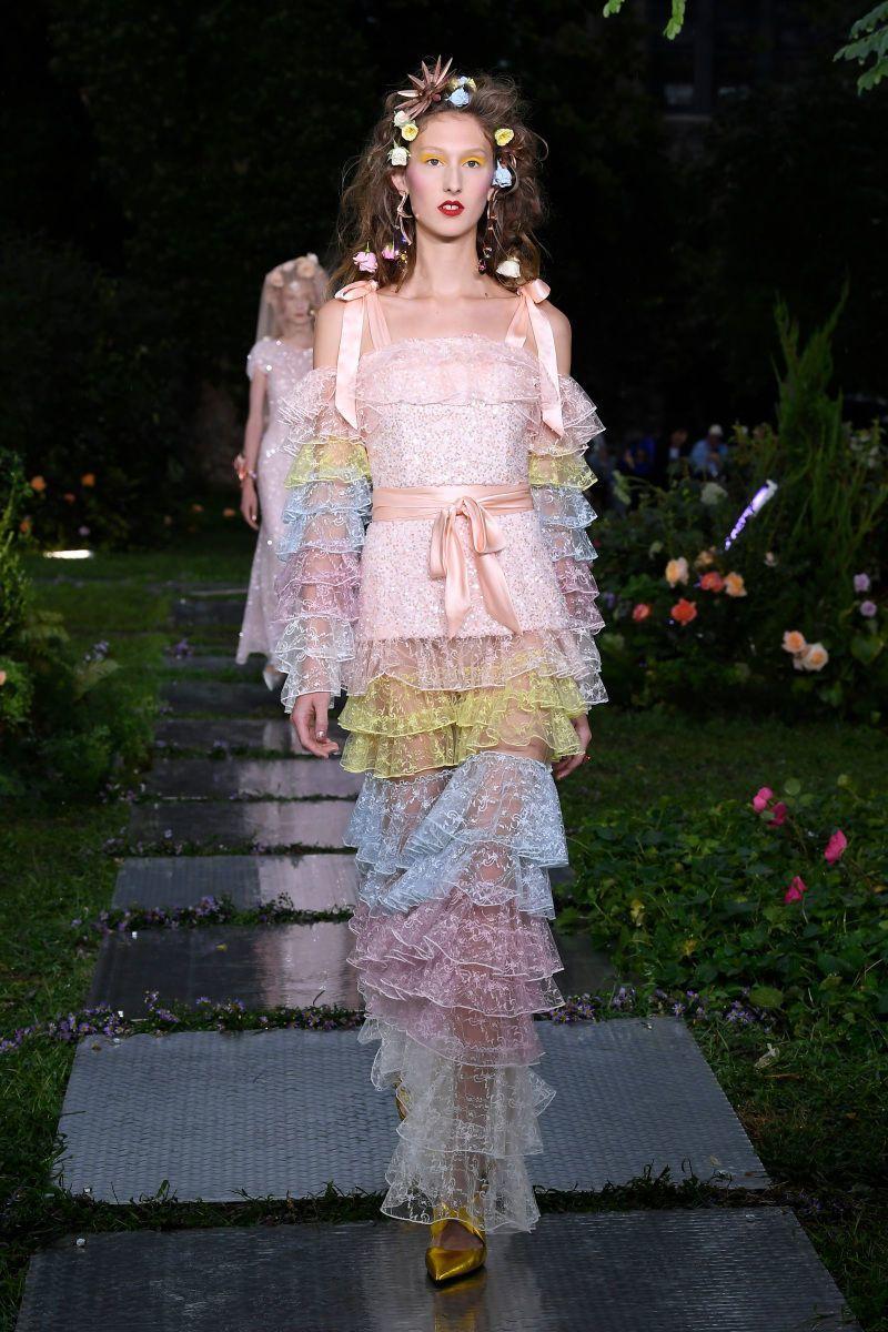 細緻的工藝與刺繡是RODARTE特色。圖/取自www.wwdjapan.com